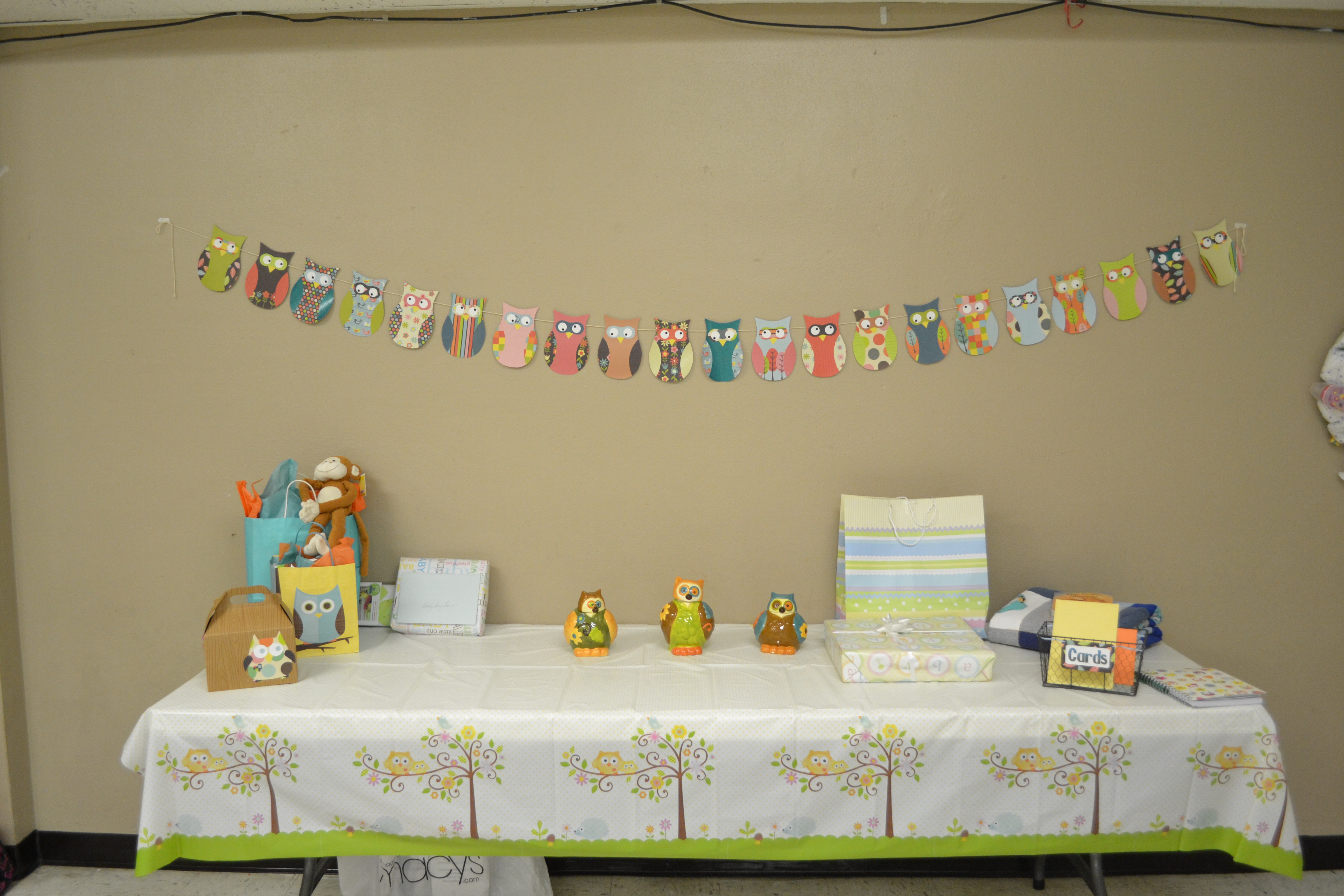 Gift card tree for baby shower - Owl Banner Gift Table